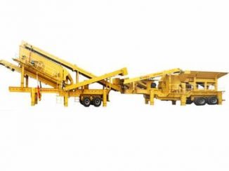 Mobile construction waster crushing plant